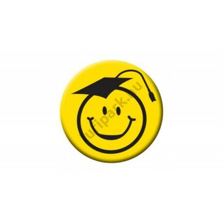 Kalapos mosolygós arc sárga kitűző ballagásra