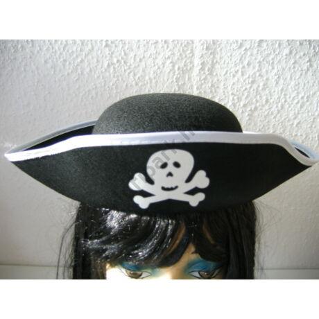Háromszögű kalóz kalap